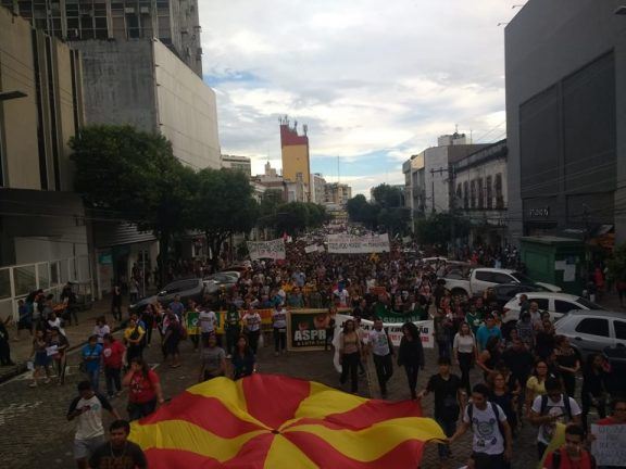 Protesto no Centro de Manaus no dia 15 de maio em defesa da Ufam e do Ifam contra o Governo Jair Bolsonaro. Foto: Rosiene Carvalho