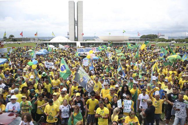 Foto: José Cruz/Agência Brasil. Manifestação a favor de Bolsonaro e contra o PT, na Esplanada dos Ministérios, em Brasília.