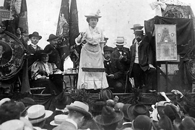A ativista e jornalista Rosa Luxemburgo em comício - Fundação Rosa Luxemburgo/Divulgação